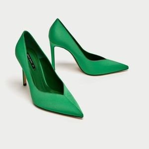 🎉HP 2/18🎉 ZARA Green V Vamp Court Shoes